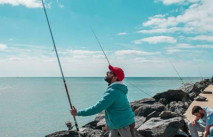 caña para pesca de costa en el mar